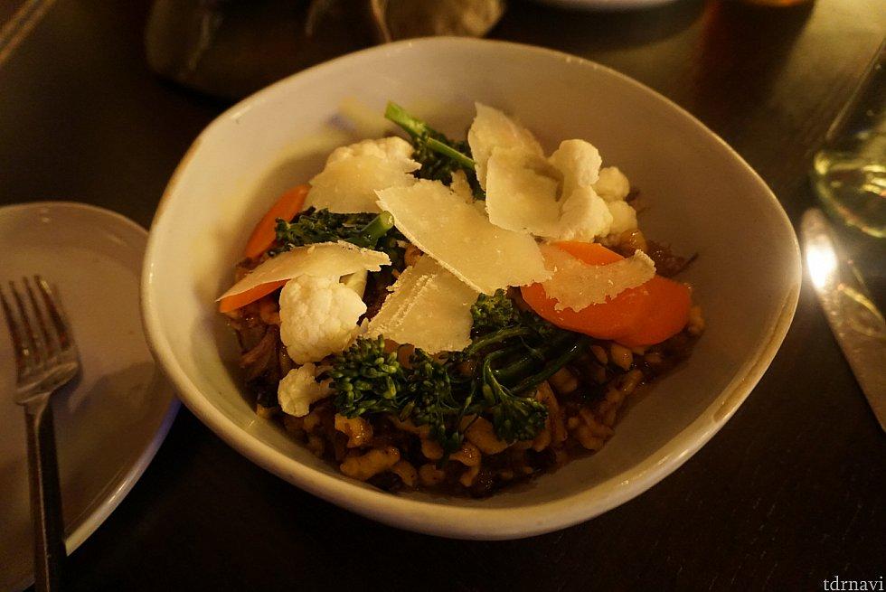 主菜。味は濃いのですが日本人の口に合う感じがしました。
