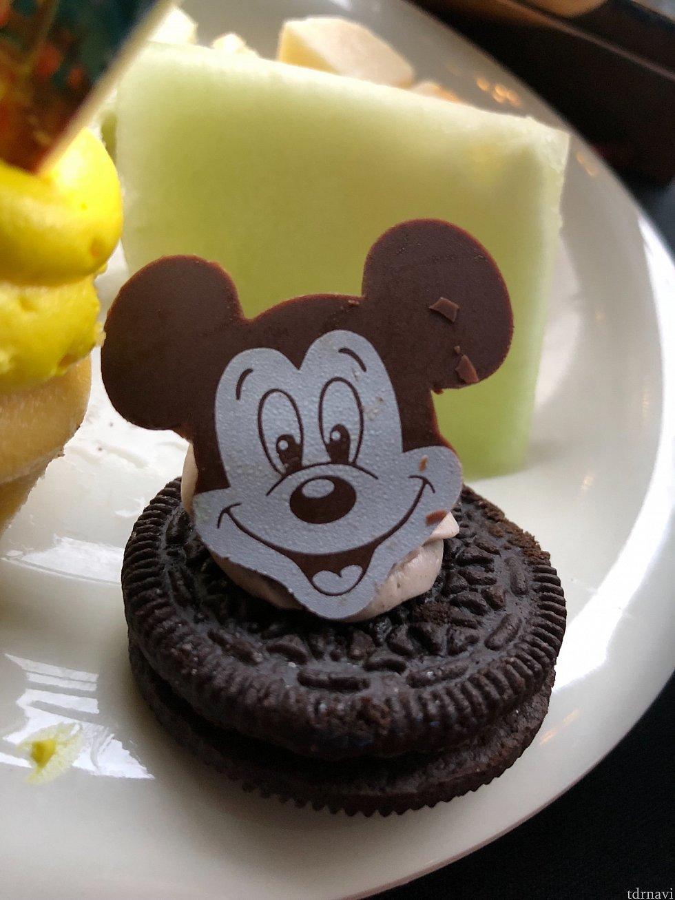 ミッキーオレオとかいてありました。 ちょっと食べるのがもったいない笑