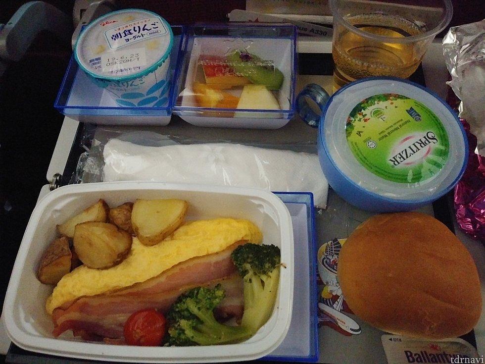 往路の機内食(エッグ)