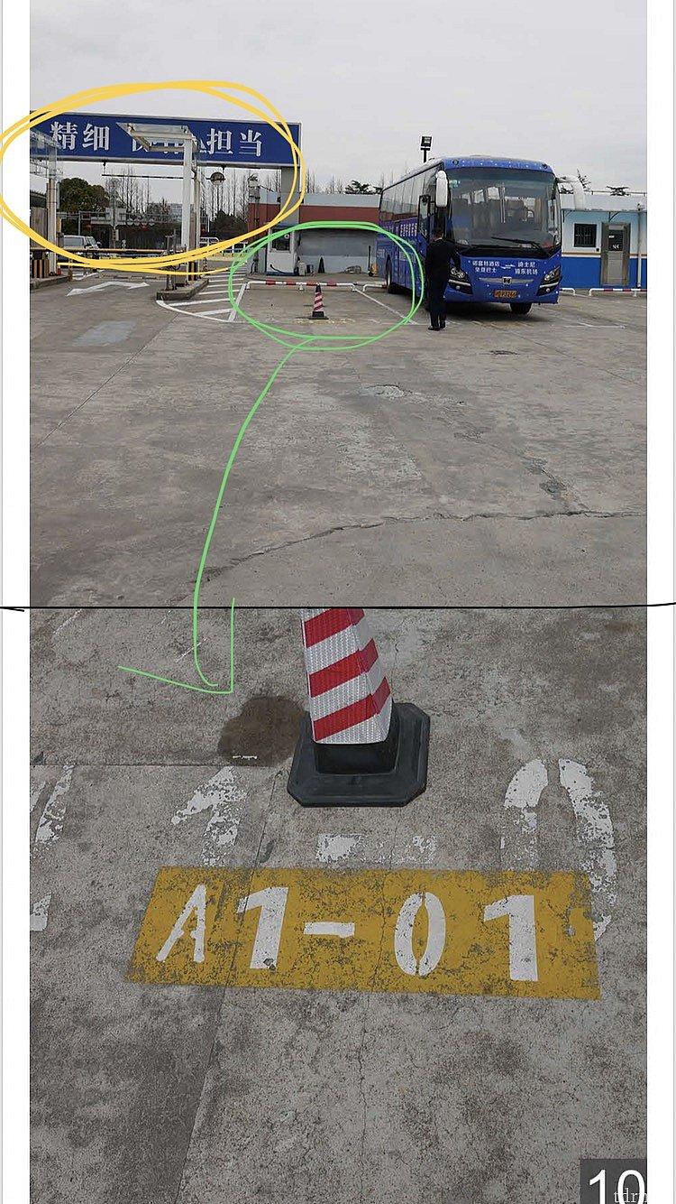 A3あたりまで来ると、青いゲートが見えます。 下部の画像は、ゲートからすぐの地面の拡大図 ここが待合場所ということです。 ただ車が往来するので、このあたりが見えるところで待てばokです。 この青いバスがノボテルのバスでここに来ます(色は異なるかも)