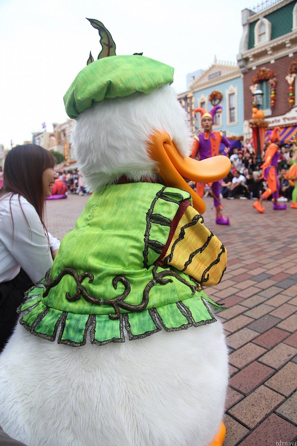 キャストさんの横に座ってパレード鑑賞中