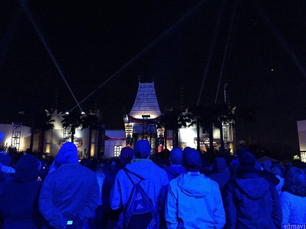 さすがにショーの直前になってくると人が集まってきました。