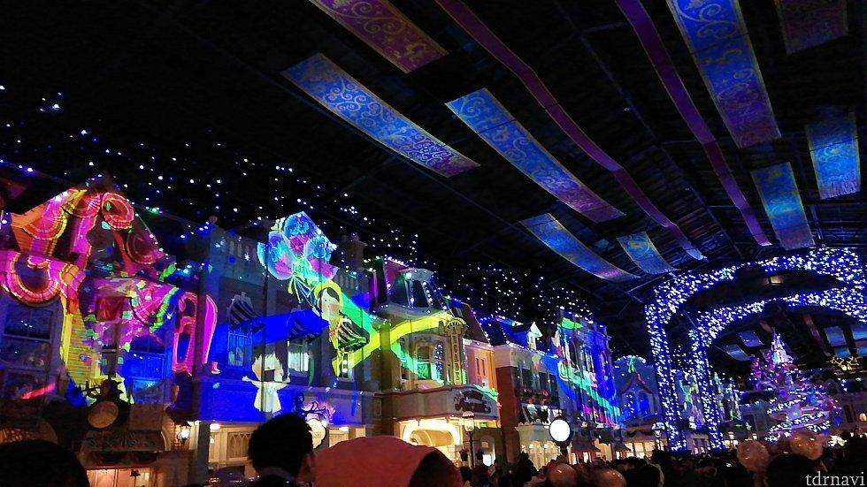 東京ディズニーランドの風景も映し出されます。
