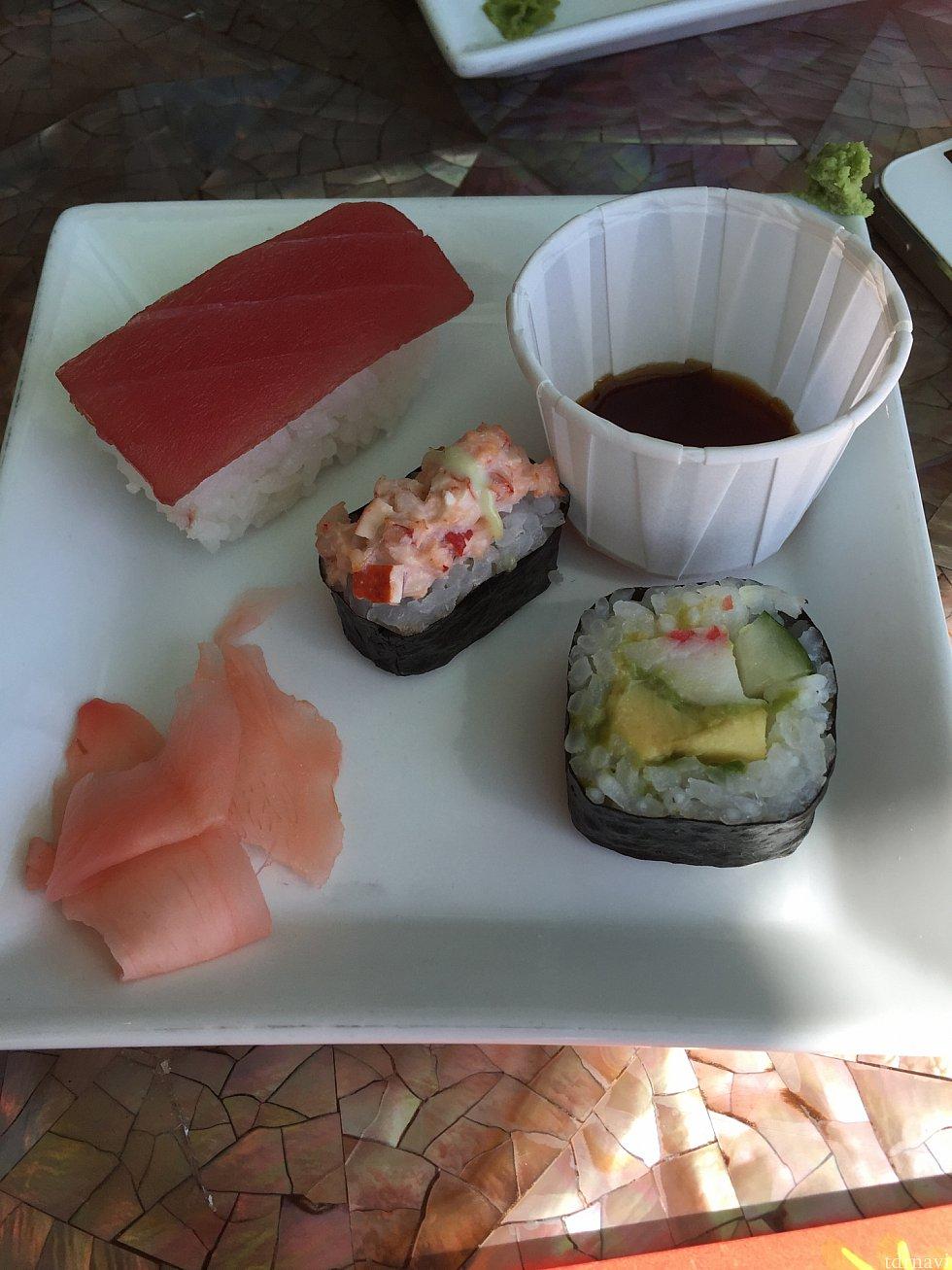 二日目の昼食のお寿司