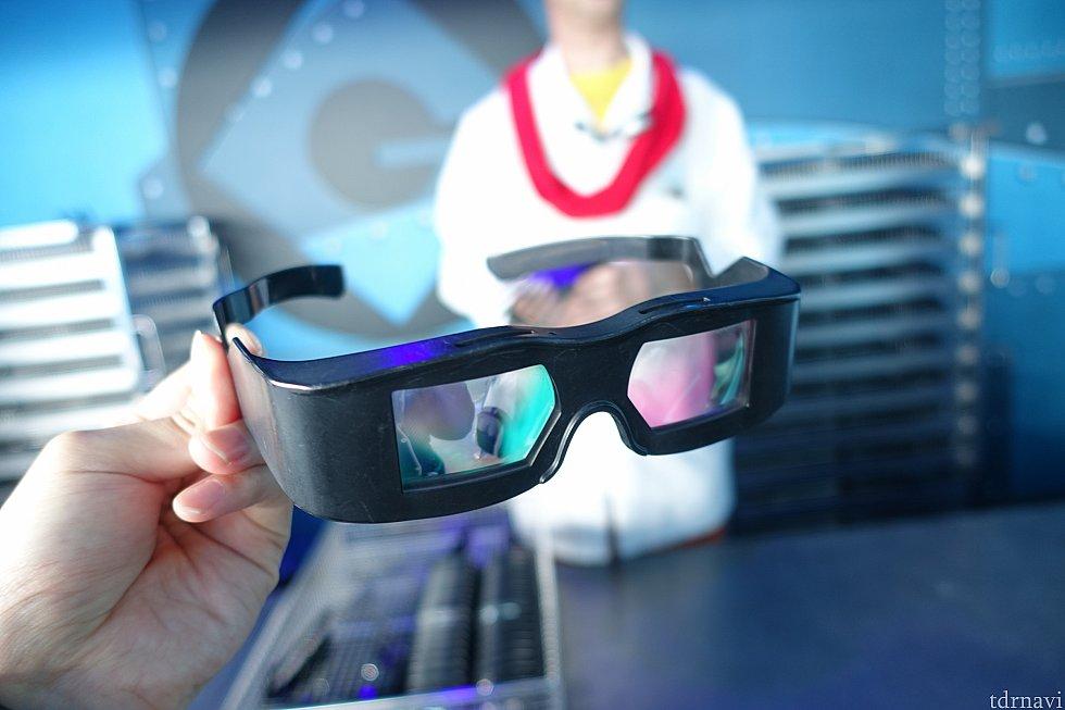 ハリウッド版はこの3Dメガネを着用します。