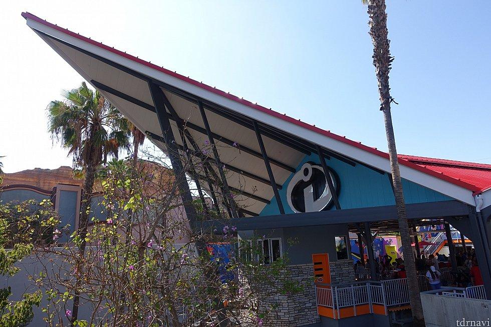 アトラクションの建物は映画『インクレディブルファミリー』に出てくる、彼らのお家です!