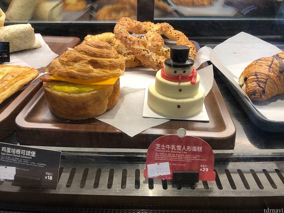 可愛いスノーマンのチーズケーキ♡