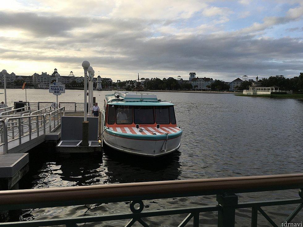 ボードウォークでボートに乗ろうとしたら、タッチの差で出発…歩いて行けということですね