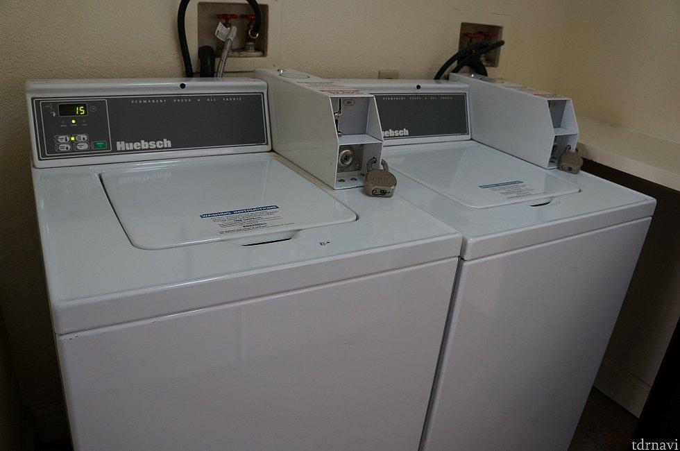 ホテルにあった洗濯機2台です。
