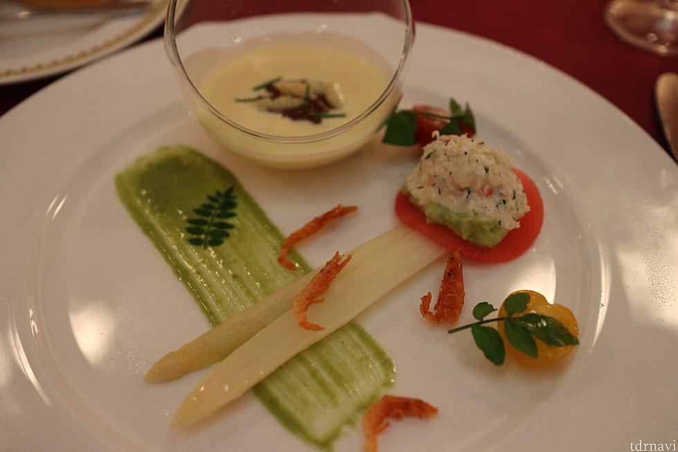 ホワイトアスパラガスのマリネとズワイ蟹のサラダ、冷製コーンクリームスープ