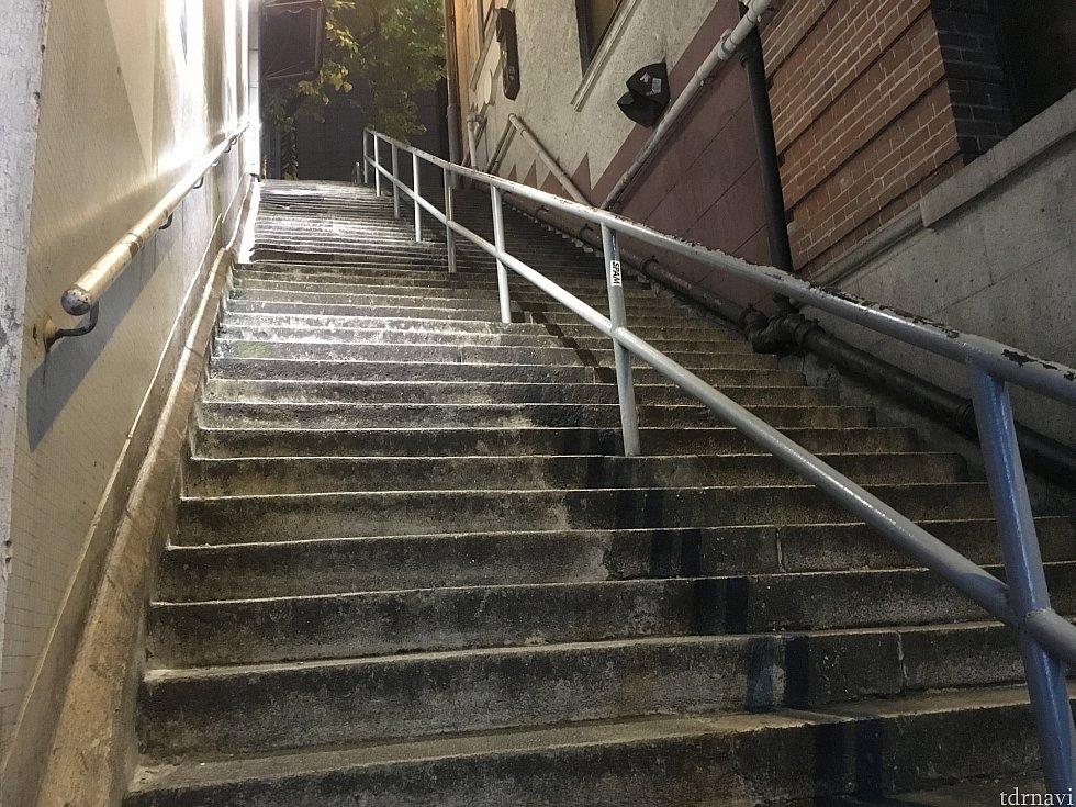ここから最後の急階段!もうすぐ!!