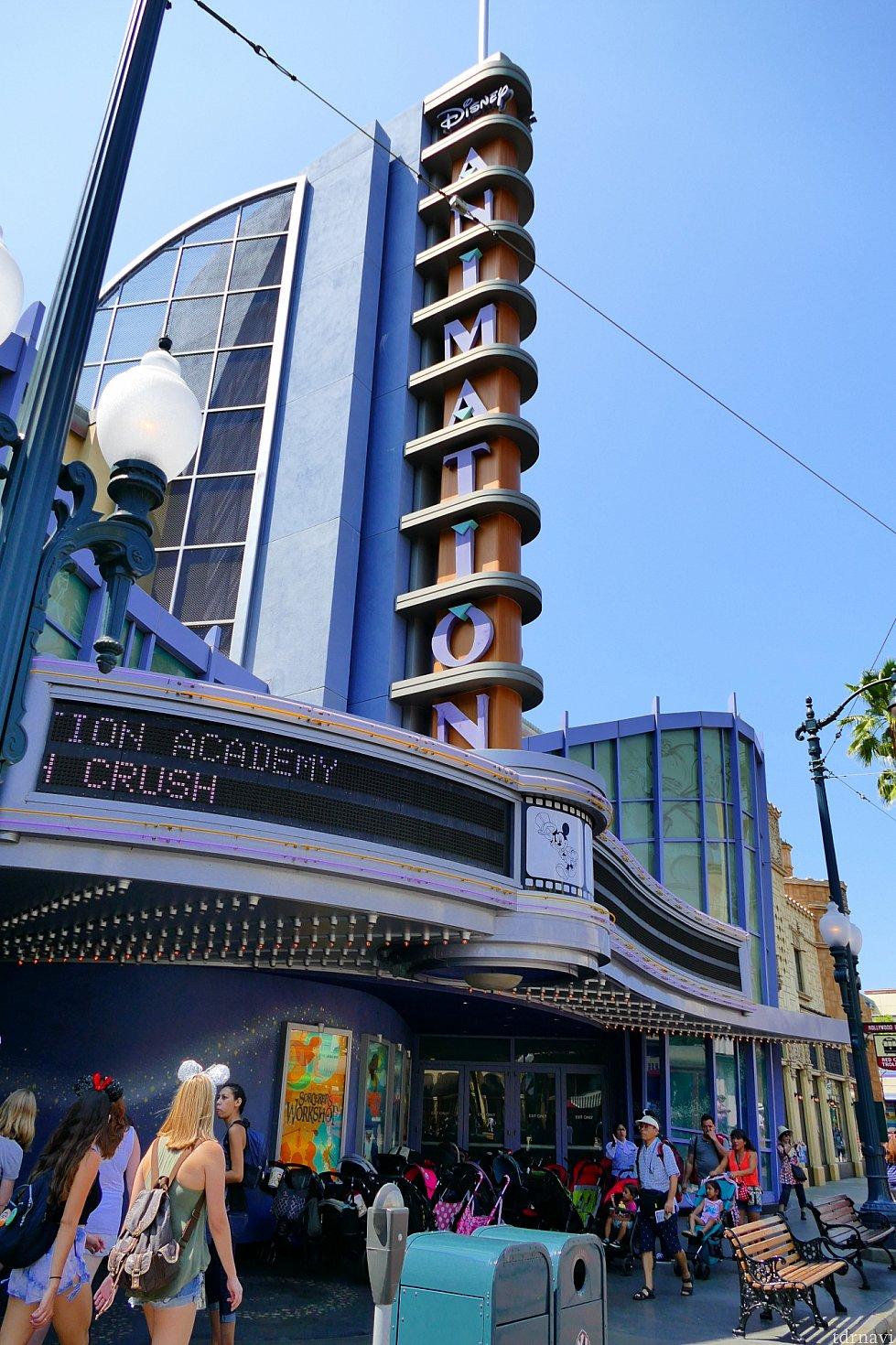 ハリウッドランドのこちらの建物が目印です!