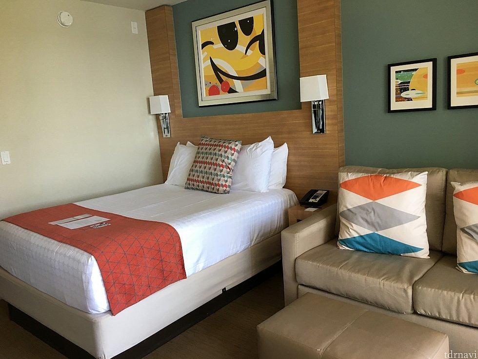ホテル自体はディズニーっぼくないですが、廊下とか室内にそっとミッキーがいます。