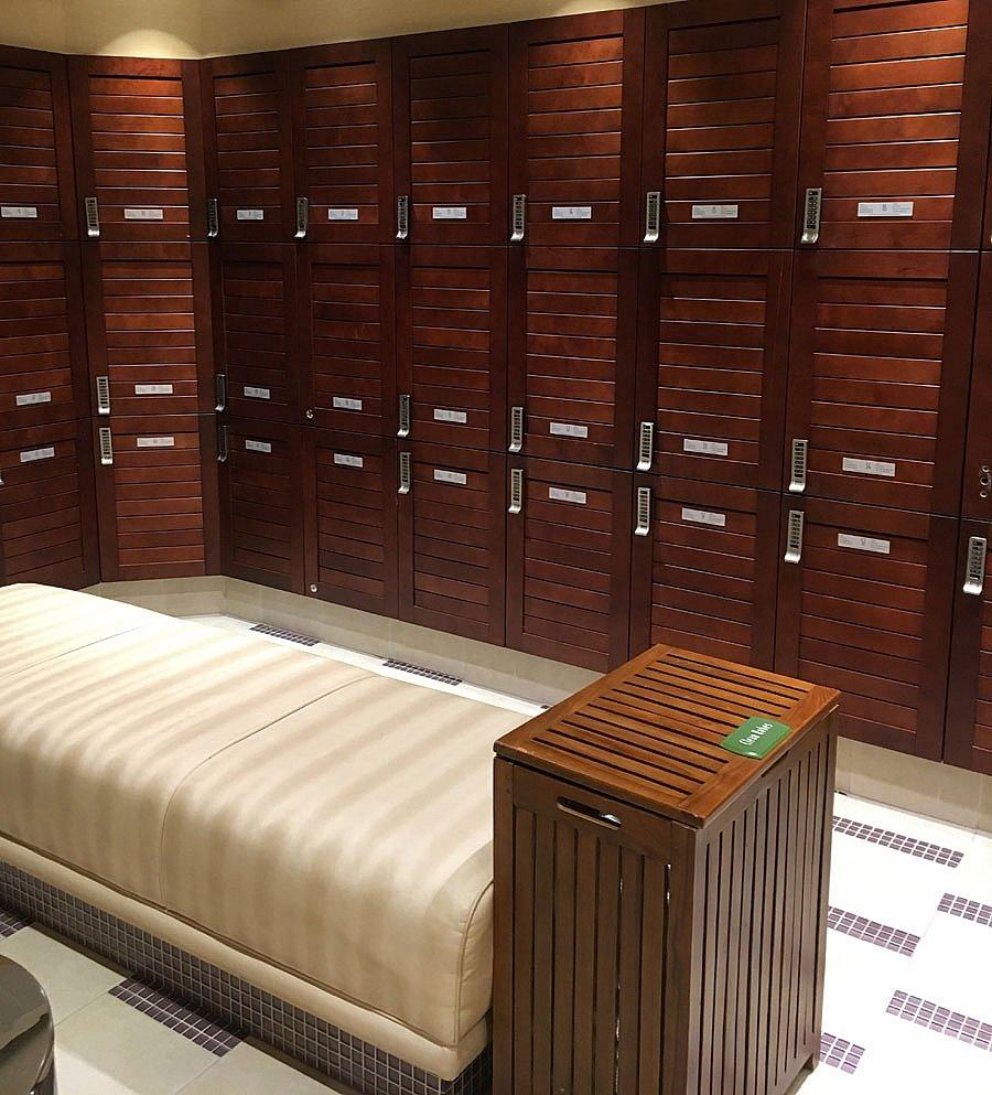とても綺麗なロッカールームです。