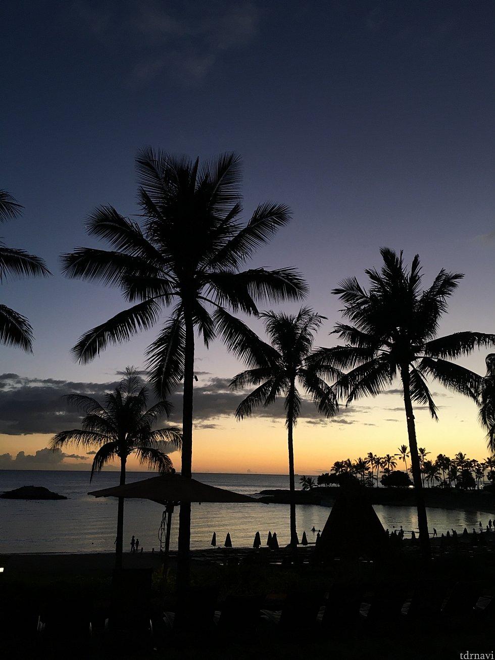 沈む夕日 ごちそう様でした… ウクレレの演奏も始まりさらにムード満点!