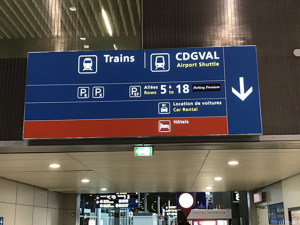 SNCF目指して向かいます。 到着ゲートから比較的近いです。