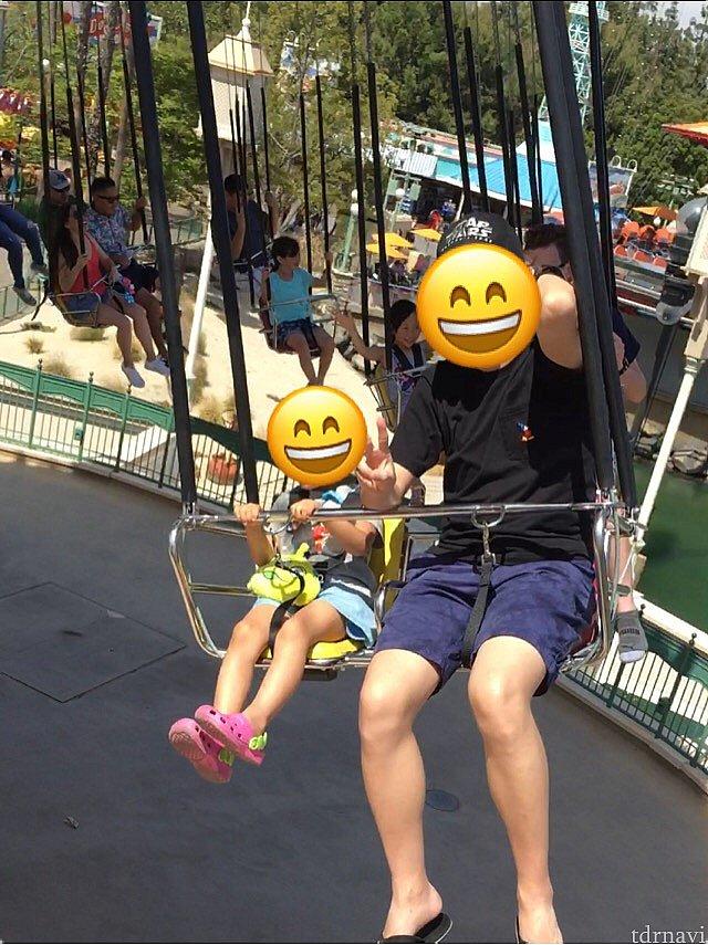 内側の二人乗りブランコ黄色い椅子は122cm未満の子供が乗れます