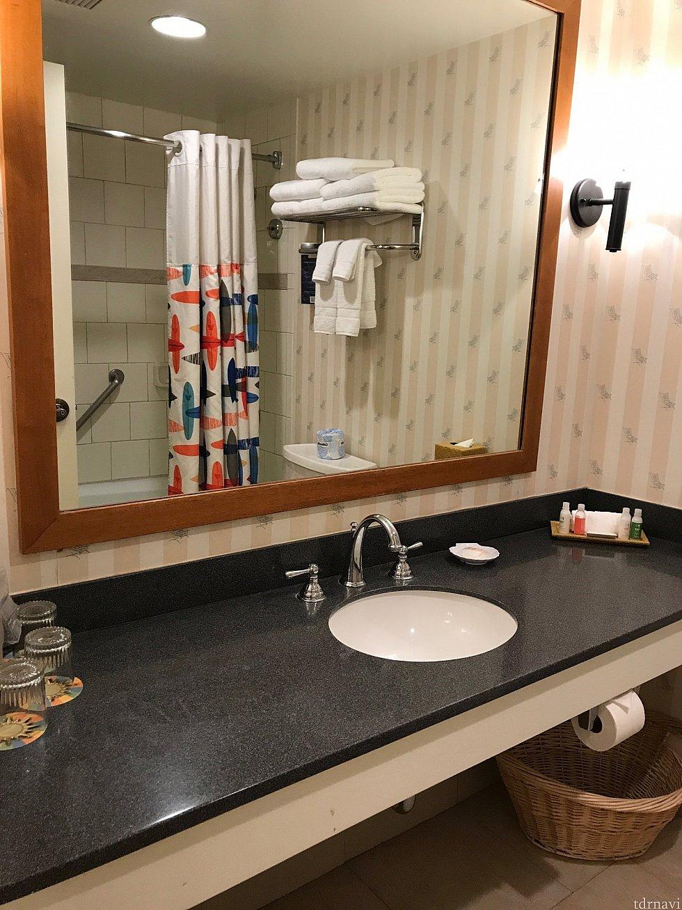 お風呂場のシャワーカーテンもサーフボード柄☆