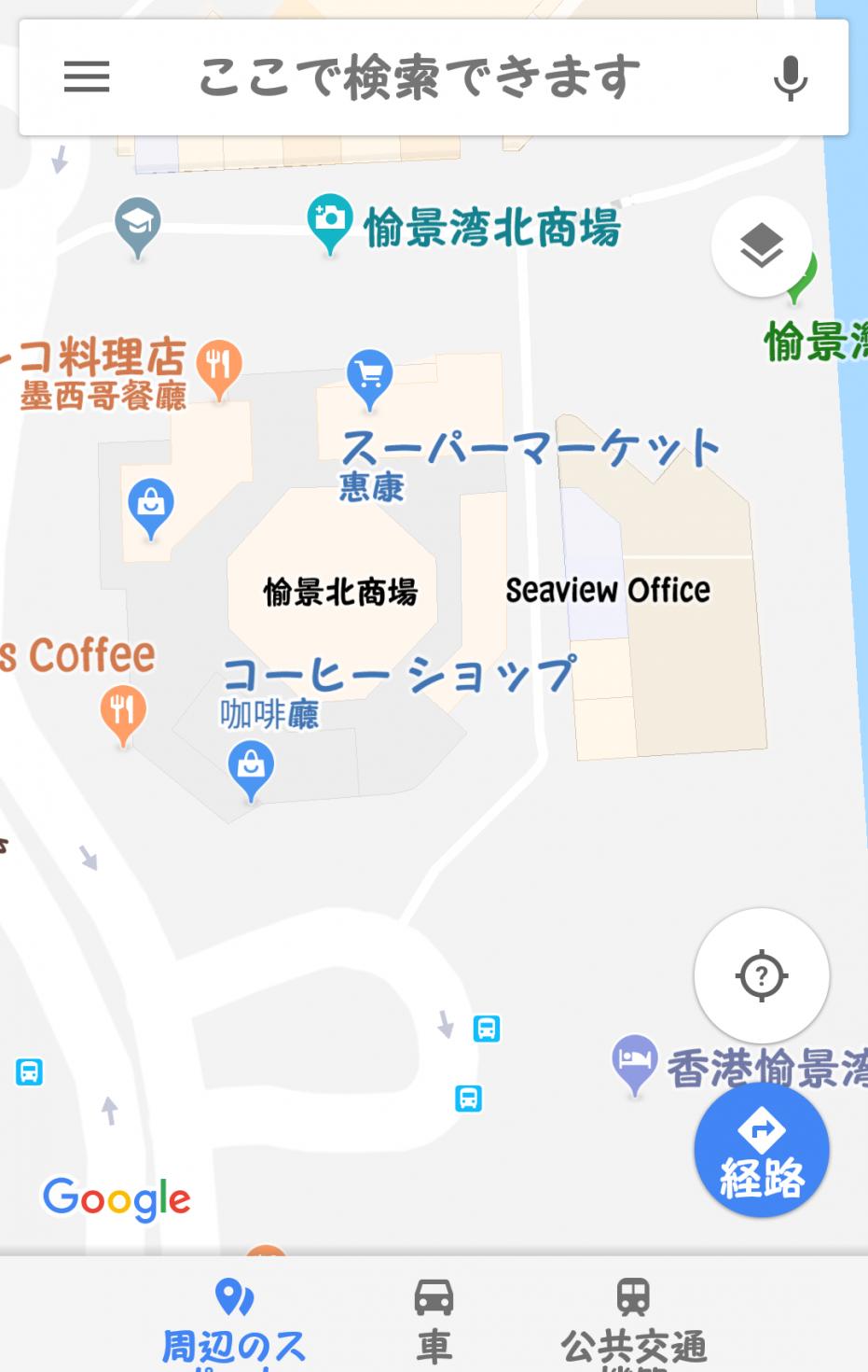 ホテル(下のロータリー部分がエントランス)からの位置関係はこんな感じです。名前の表示がない青いバッグマークがセブンです。