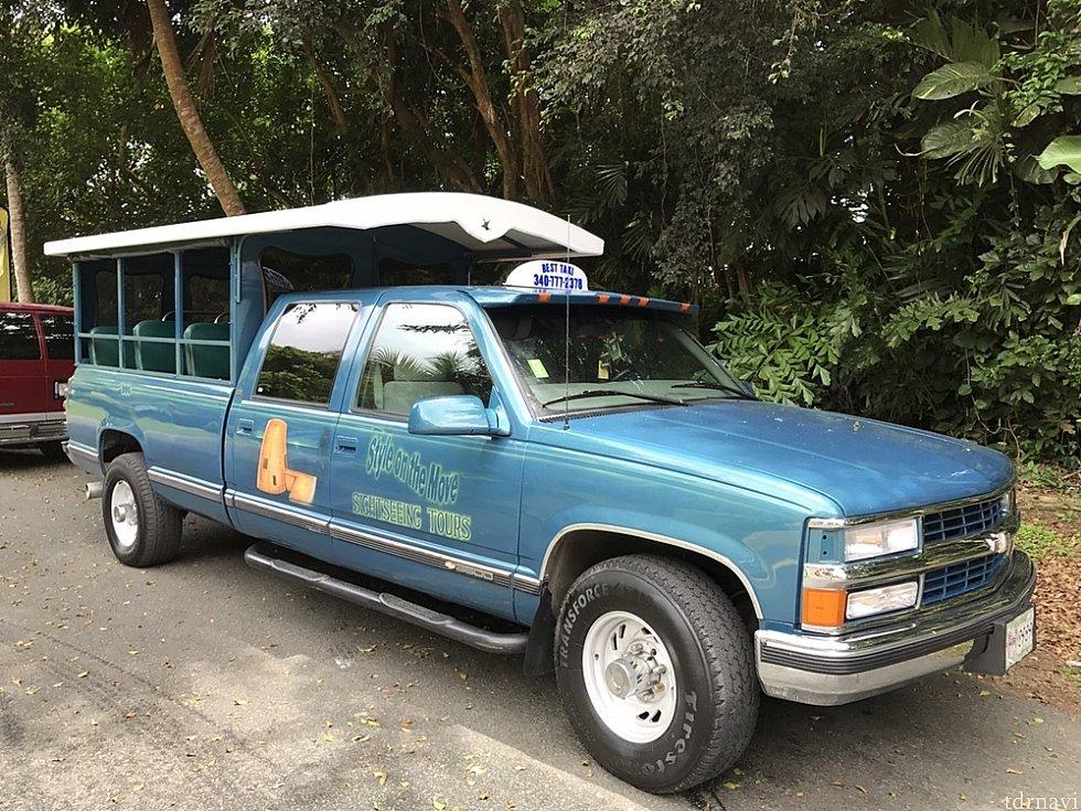 こんな観光タクシー(トラック)で。実はシボレー。