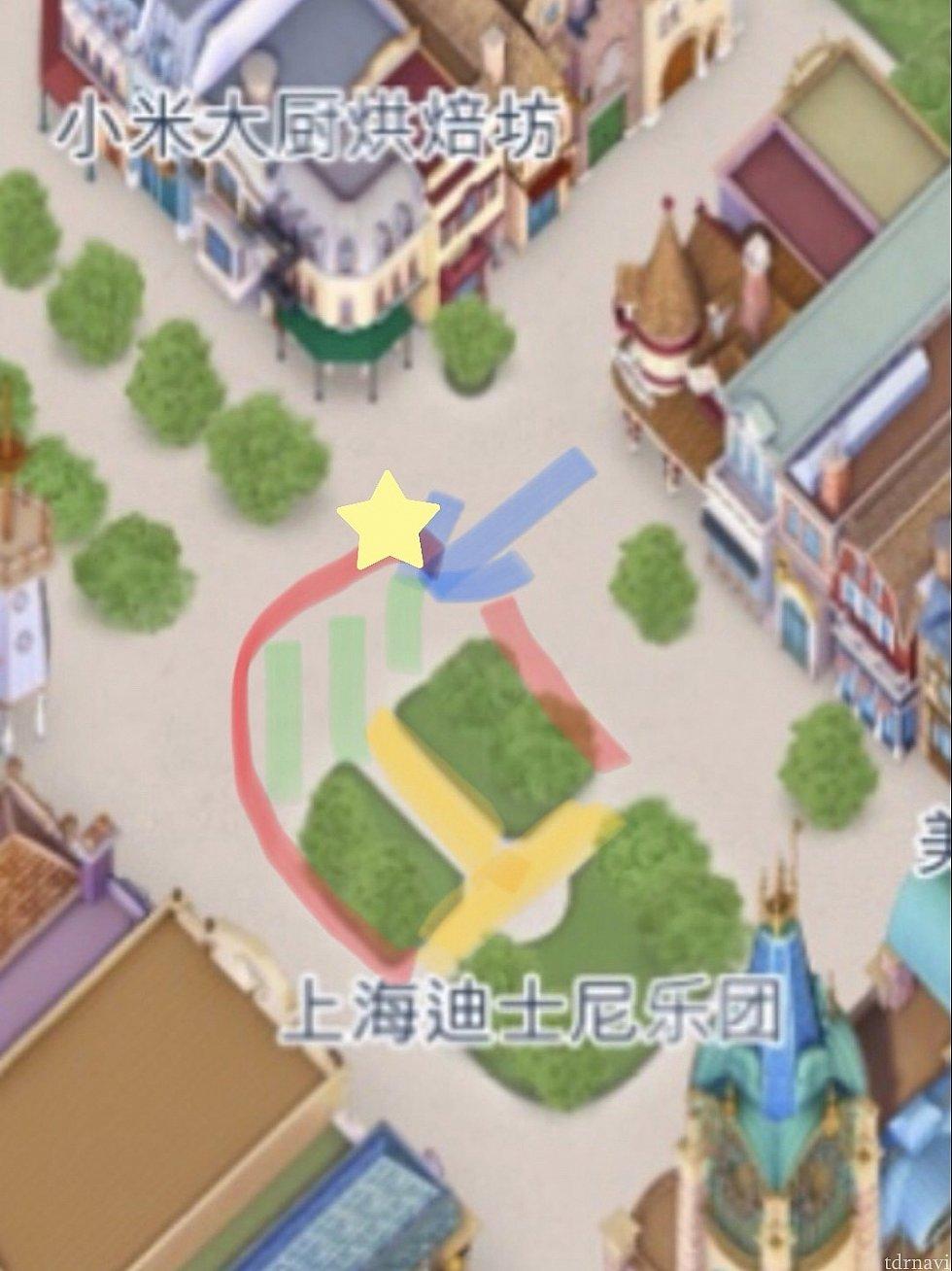 赤いラインより外が鑑賞エリア。 黄色と緑のエリアをキャラが移動します。 1日目は☆のあたりから見ました。