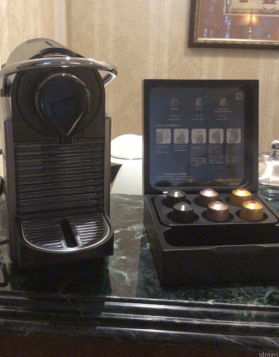 カウンターの上には立派なコーヒーメーカー。あと1リットルの水が2本ありました。