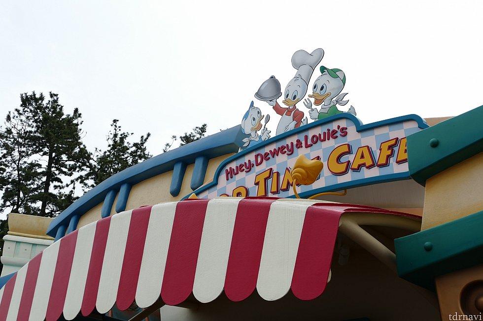ヒューイ・デューイ・ルーイ3人が経営するカフェ
