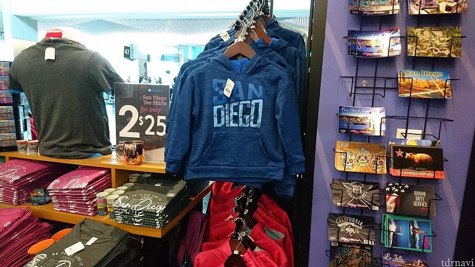 サンディエゴの空港にはちょっとしたお土産も♪