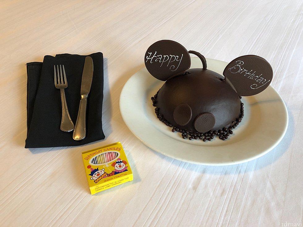 コンシェルジュの方からオケージョンを聞かれたのでぽろっと誕生日なんだよね〜と伝えると後日このケーキとロウソクが部屋に!さすがディズニー!!アメリカンなお菓子が苦手な私ですがこちらは甘すぎずとても美味しかったです✨ここのホテルのシェフが今朝作ったフレッシュなものよと仰ってました。すごい🥳