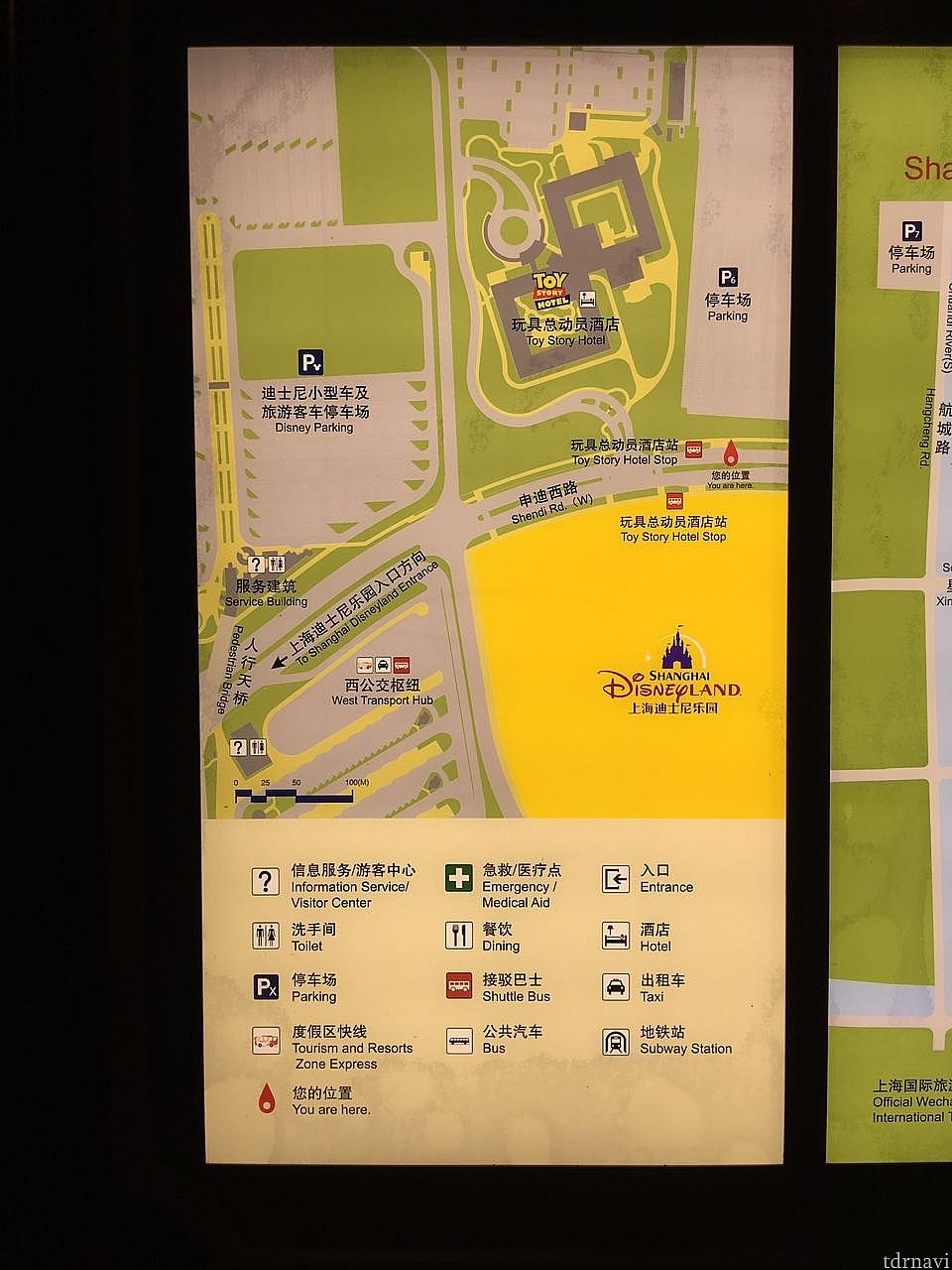 付近の拡大地図。歩いても行けなく無いけどトイストーリーホテルからシャトルバスに乗ることにしました。