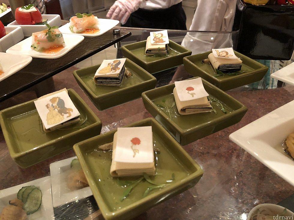 押し豆腐と海苔が本になってる! 奥にある生春巻きも美味しかったです