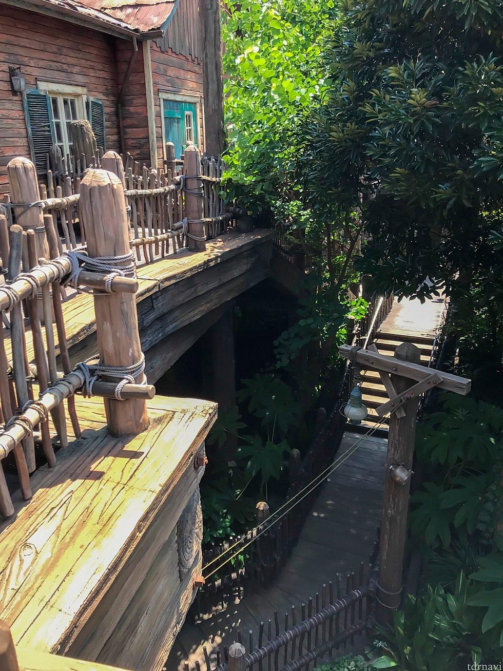 この階段を何度も降りるのはちょっときつい😵