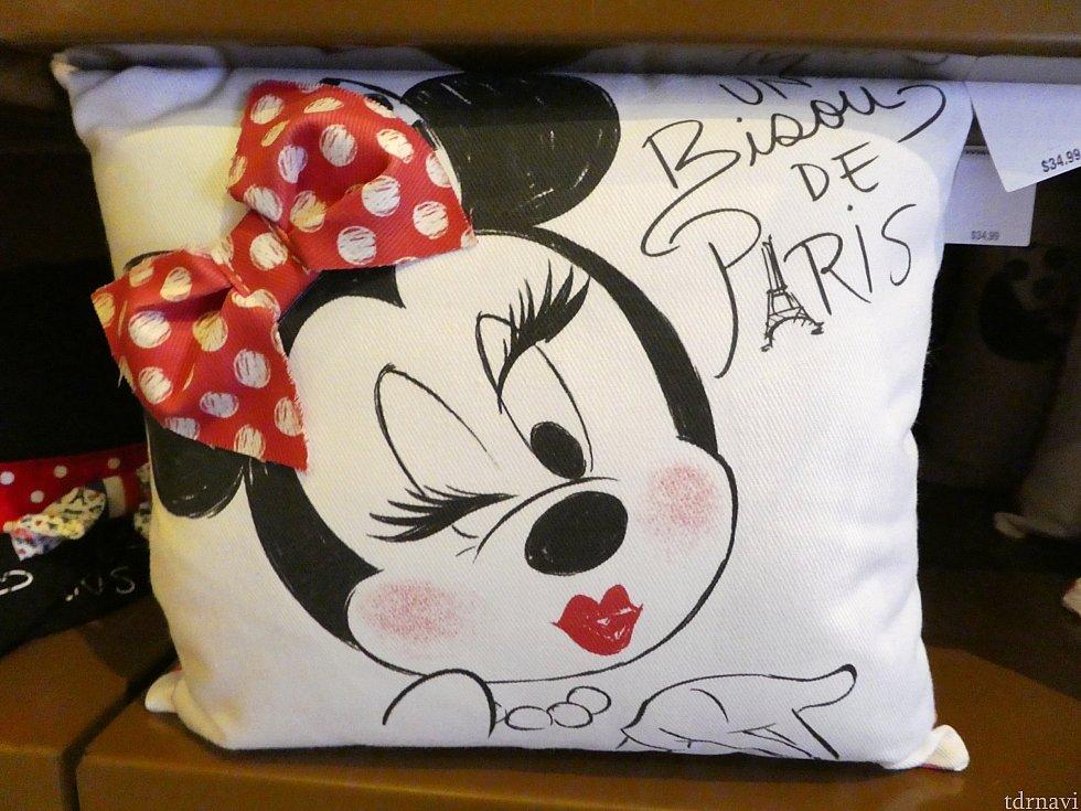 メイクしたミニーのシリーズ、Tシャツやマグカップなど色々ありましたが、 なんだか違和感・・・。