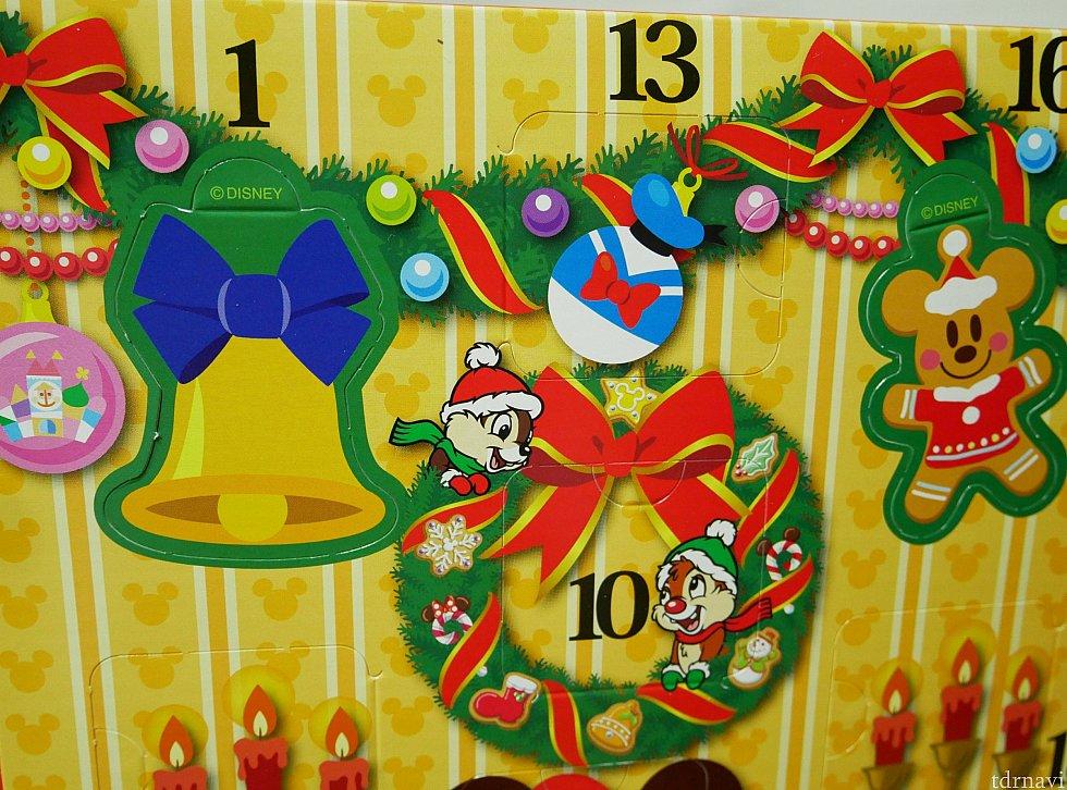 そこに開けて切り離した紙を挟むことができます!※一部日付のみ このベルやミッキークッキーが飾れるタイプになってます😁こんな仕掛けがあるとこもワクワクします😍さすがディズニー💕