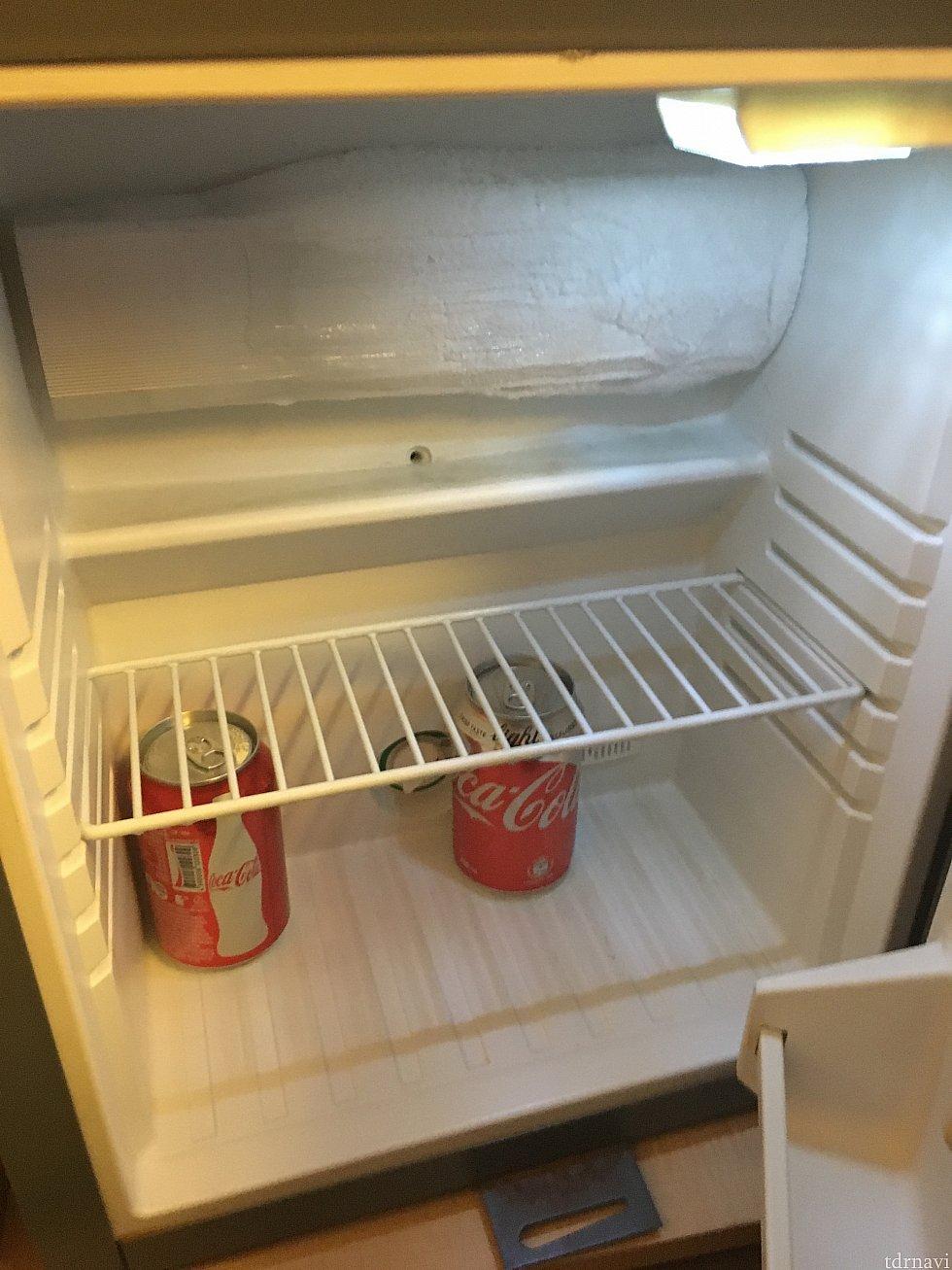 ドリンクコーナーの下は小さな冷蔵庫