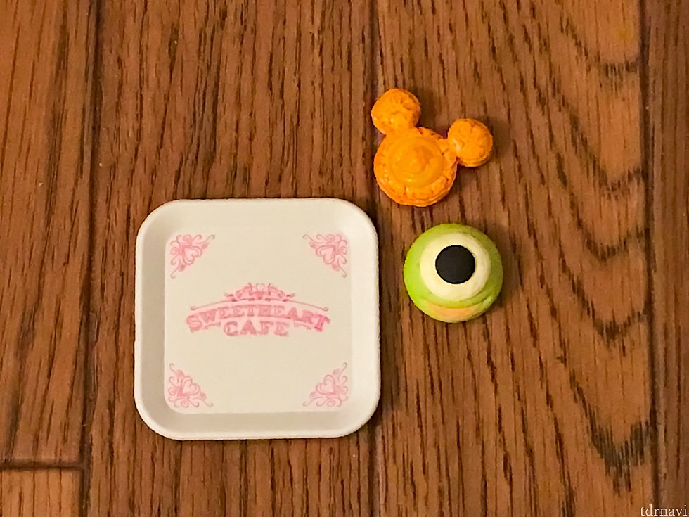 マイクメロンパンとオレンジデニッシュ。