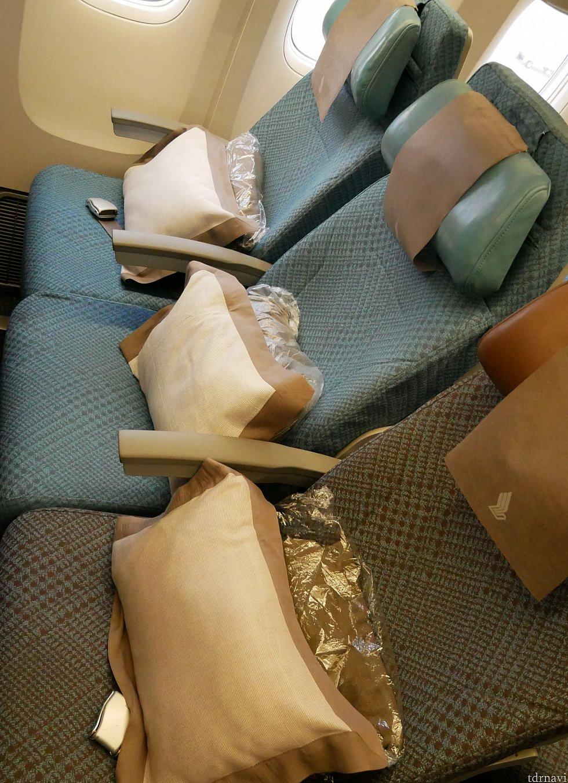 【エコノミー】 座席。少し狭く感じました。