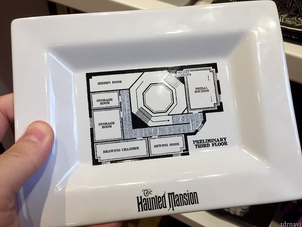 ホーンテッドマンションの見取り図が書かれた皿。$10.95