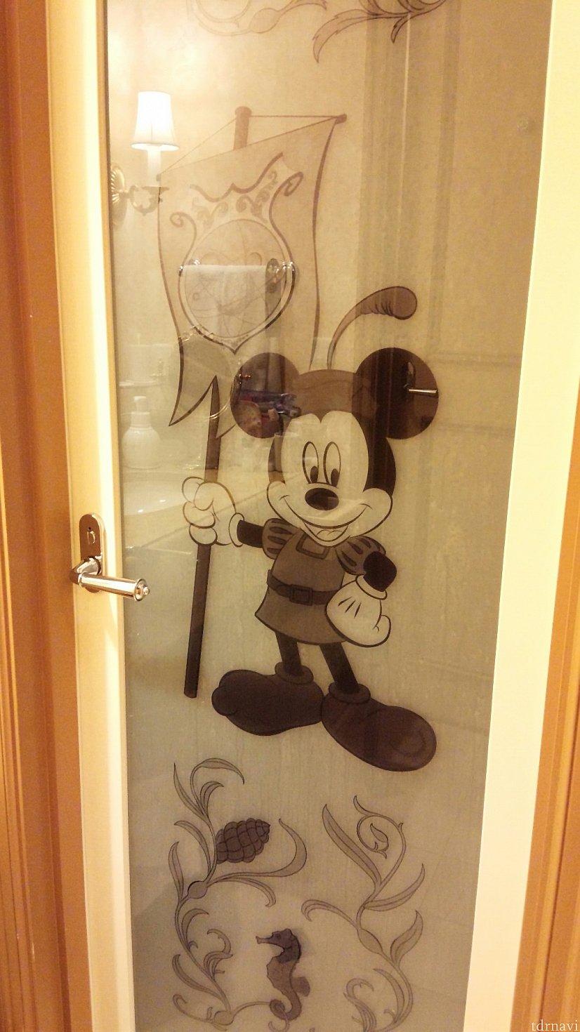 お風呂の入口のドアにもミッキーが♡