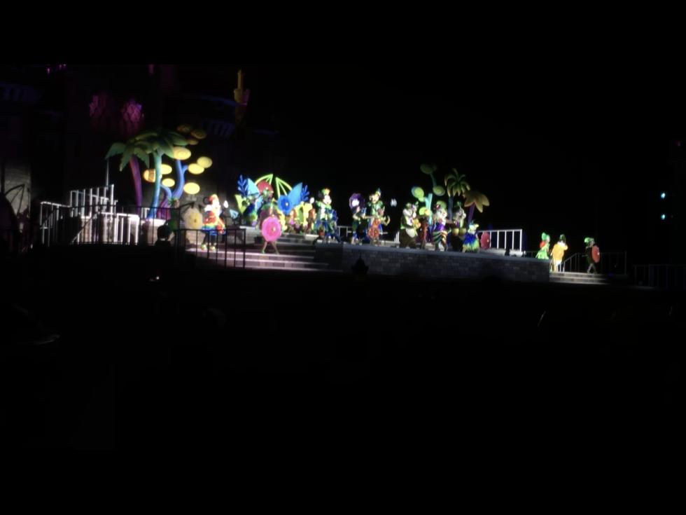 ここからは中央鑑賞エリア外の最前列で見たときの様子(動画のキャプチャです)。