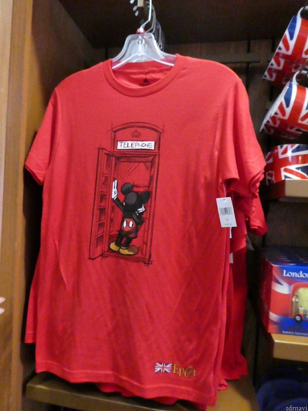 お店の外に赤い電話ボックスがありました。