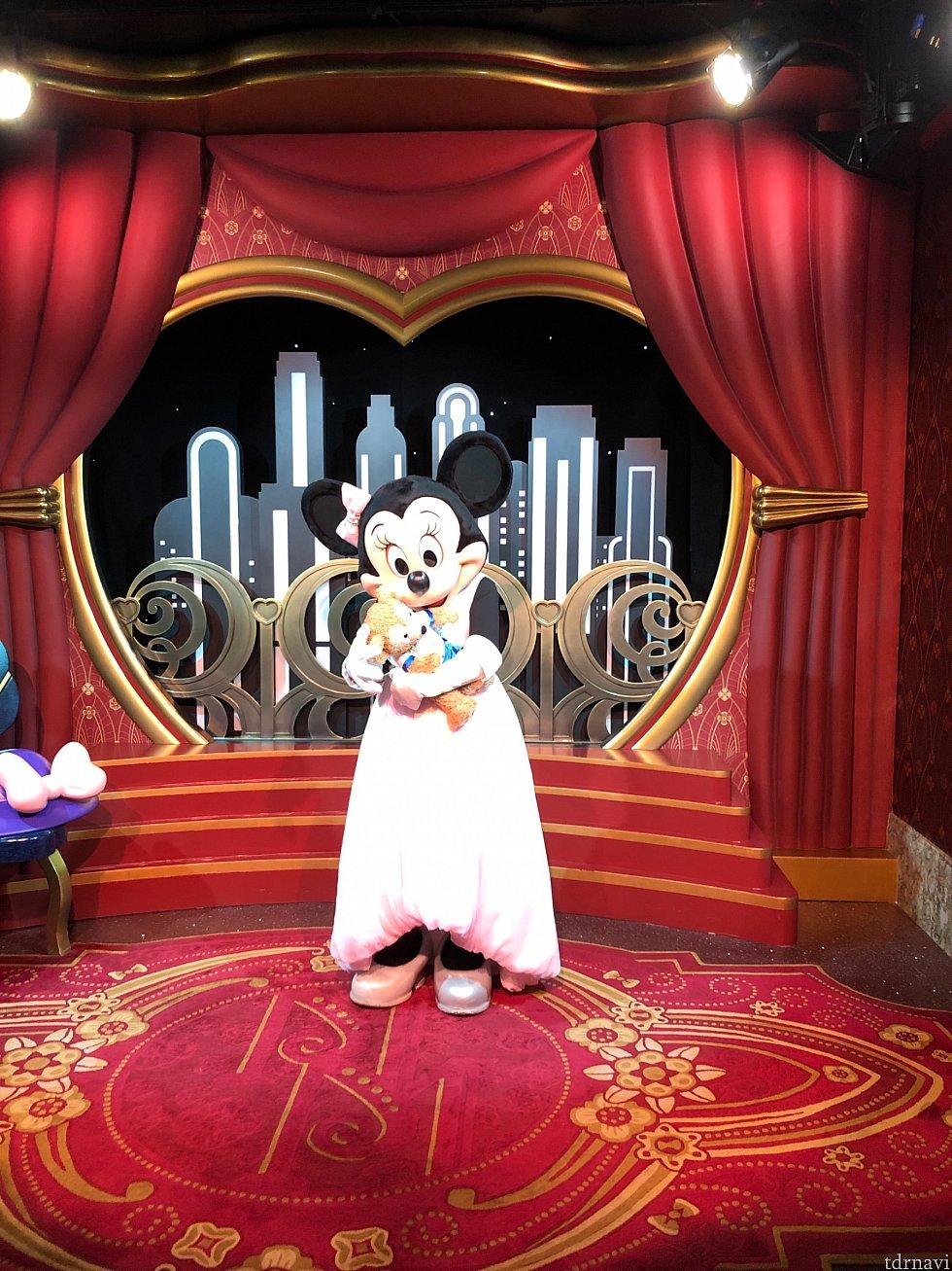 Minnie Mouse セレブなミニーちゃんでした 私のネイル見て塗り直さないとねって言われました笑