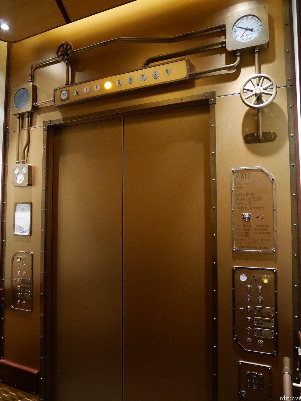 こちらはエレベーター内部!センターオブジアースのテラベーターみたい😆ワクワクします❗