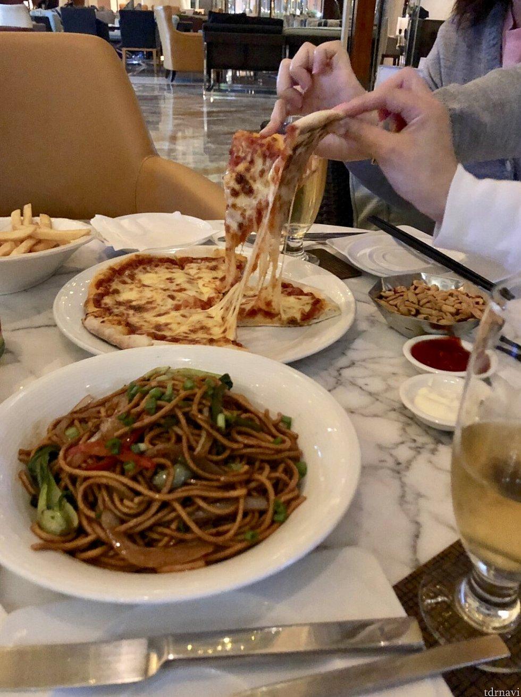 手前の上海焼きそばが美味しかったです。