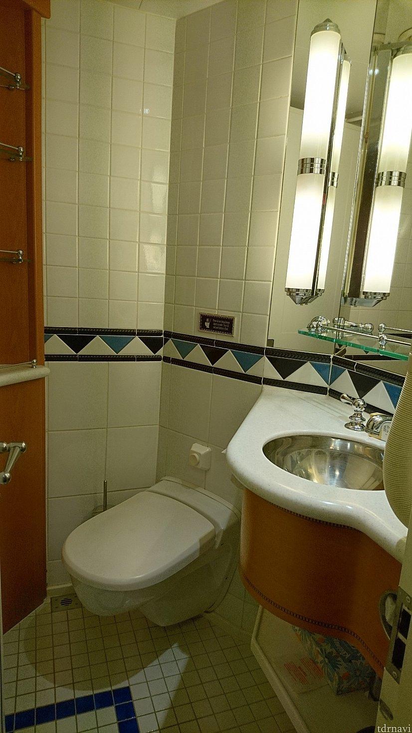 トイレは別!洗面台が2つあります♪