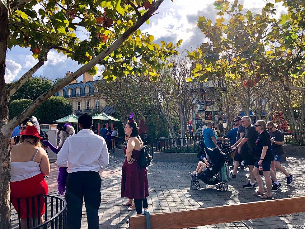 パーク内にはDapper達が集まるエリアが何ヶ所かあります。その内の一つがフランス館です。理由は写真映えがするから。このエリアのあちこちで皆さんポーズを取って撮影をしていました。