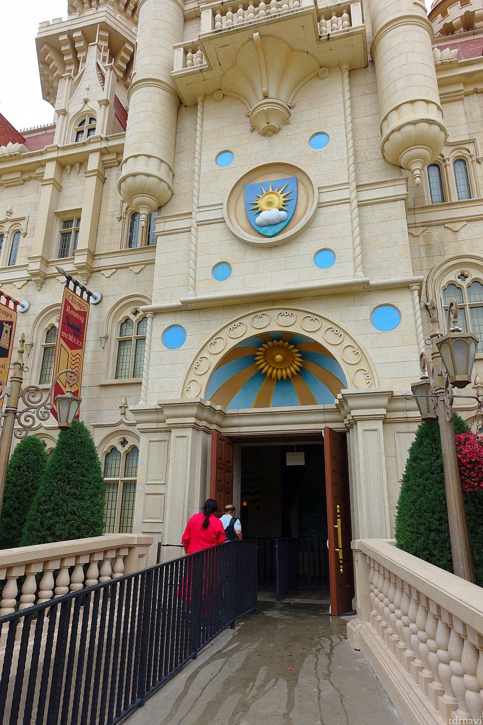 お城に入ります。