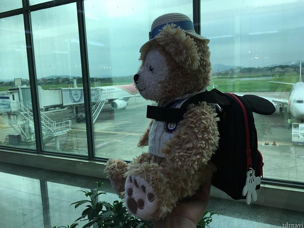 陶磁器で有名な景徳鎮経由の飛行機でした。一度降機し、外を見るとのどかな風景が…!