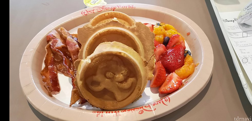 朝食にフードコートで食べたワッフル!美味しかった💕