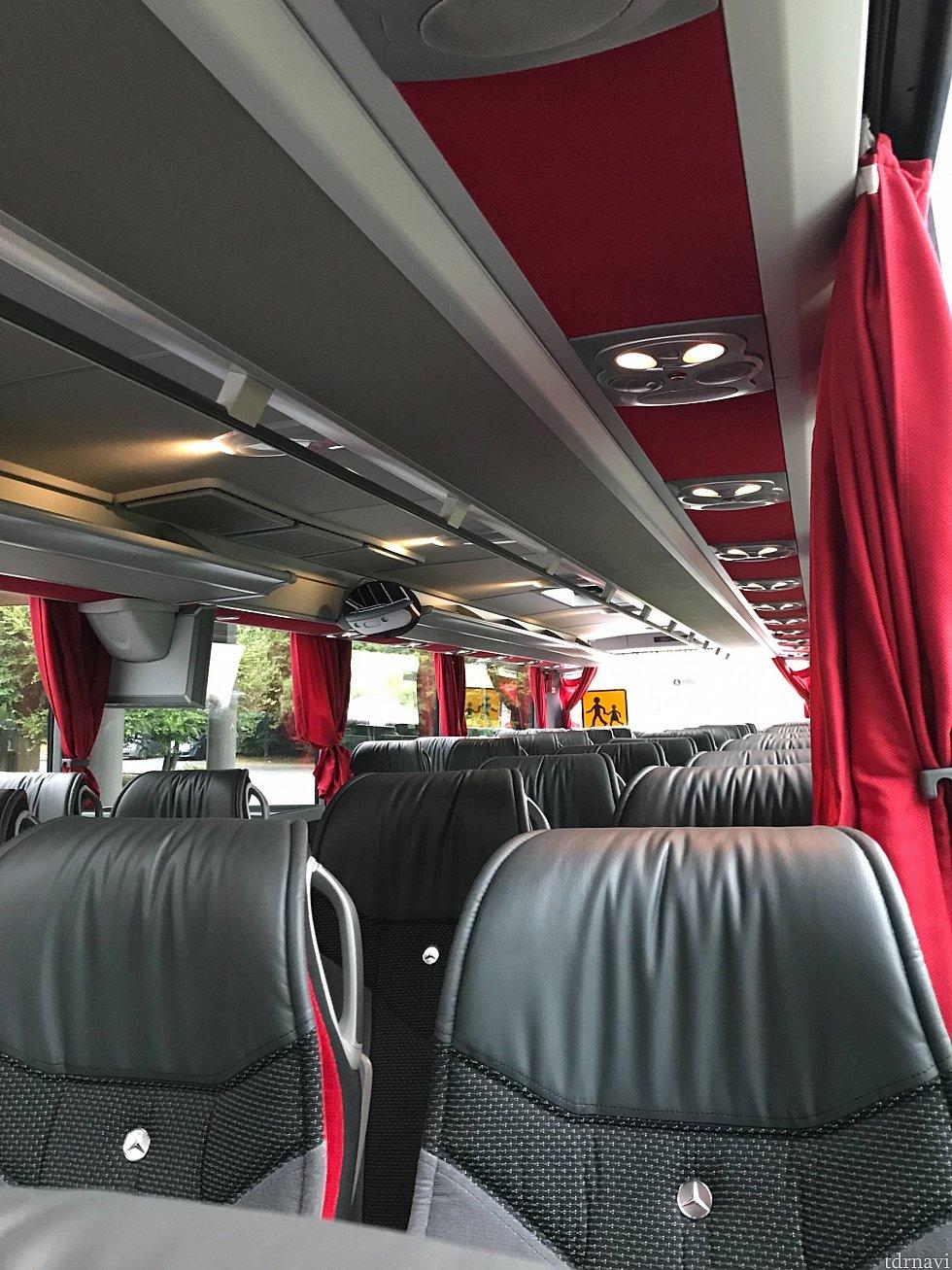 白いバスは内装が豪華✨